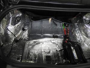 Dodge Challanger pełne wygłuszenie samochodu