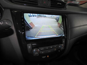Obraz z kamery w dedykowanej stacji do Nissan Rogue