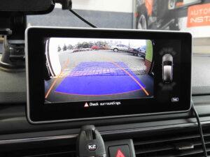 Obraz z kamery w fabrycznym wyświetlaczu Audi A4