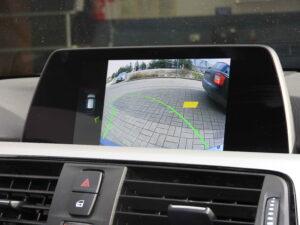 Obraz z kamery w fabrycznym wyświetlaczu BMW 3 F31
