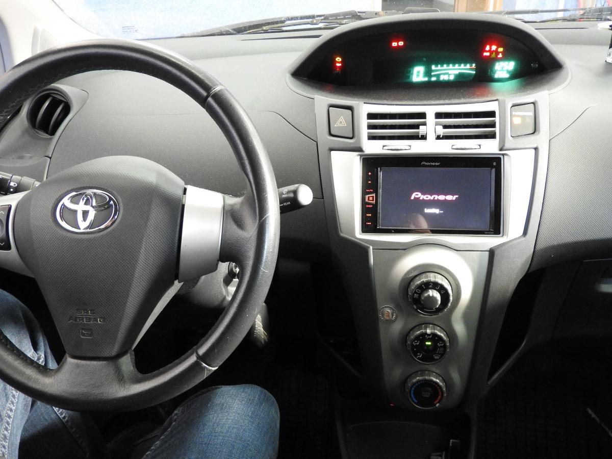Toyota Yaris - Pioneer
