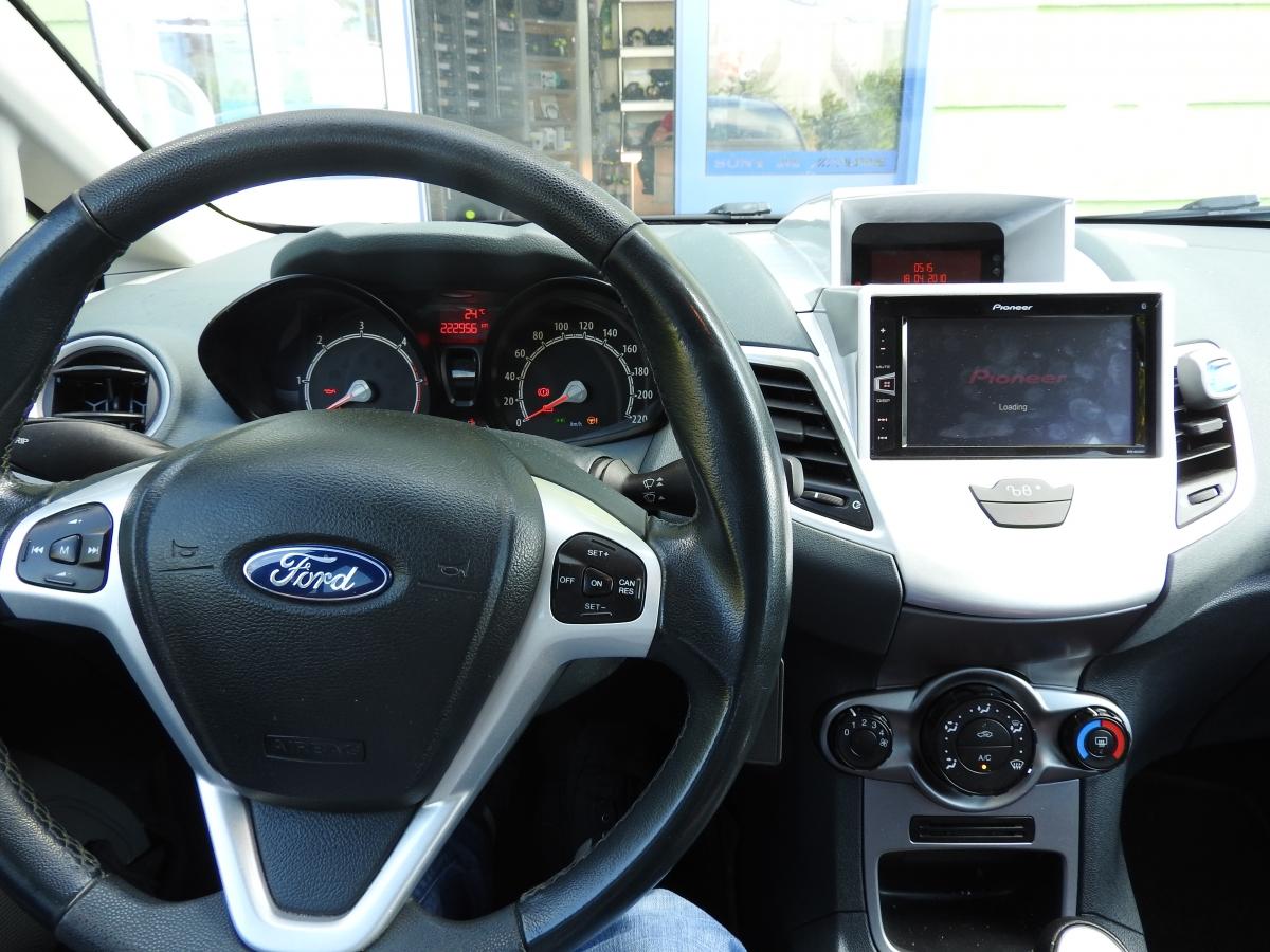 Ford Fiesta - Pioneer AV290BT
