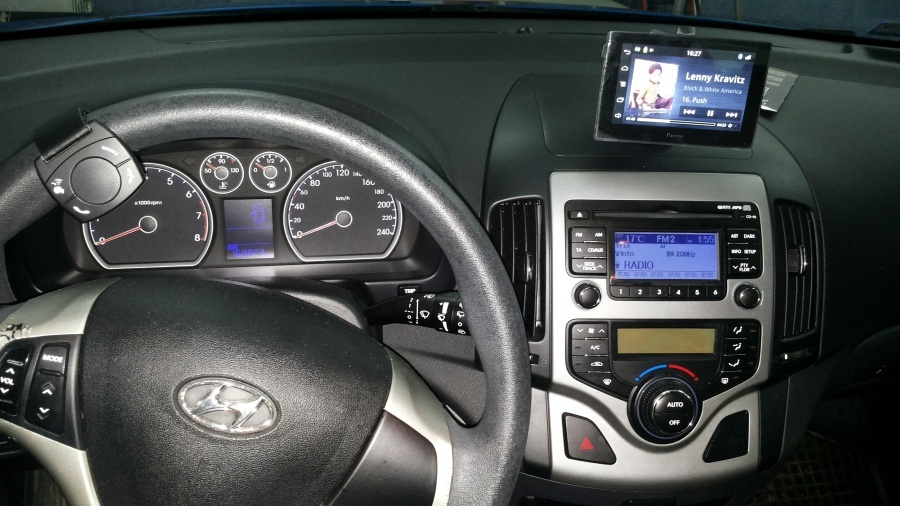 Hyundai I30 - Parrot Asteroid Tablet