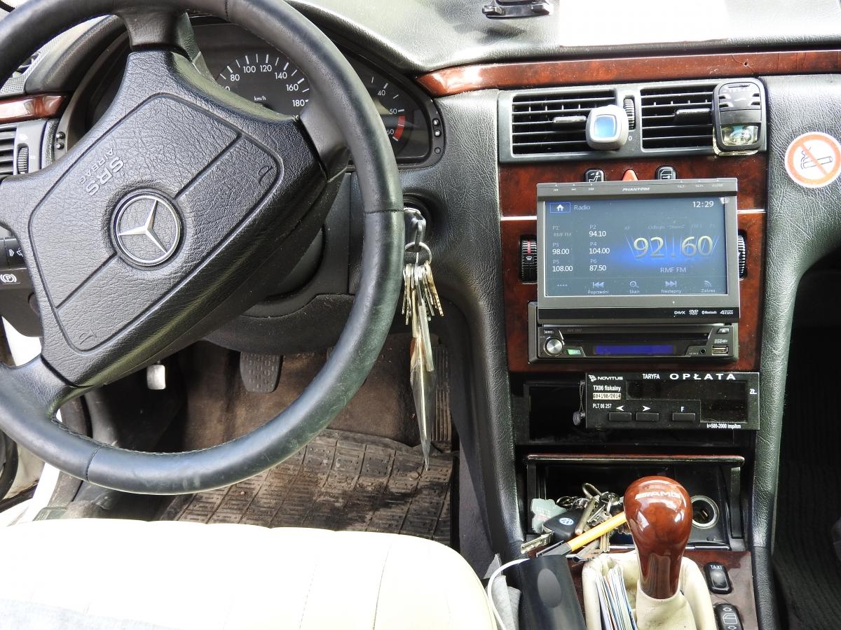 Mercedes Limuzyna - Phantom AVX 1057