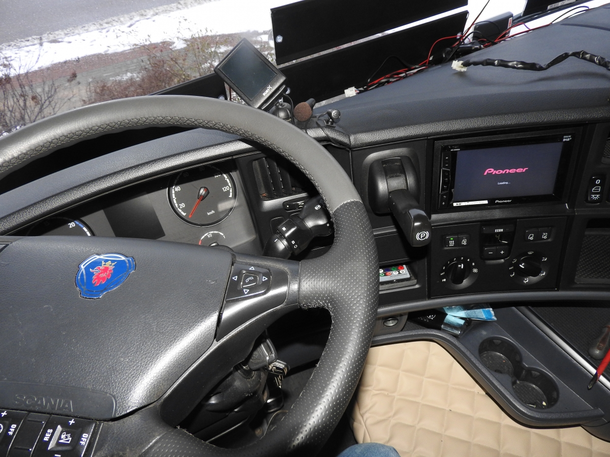 Scania - Pioneer AVH-Z3000DAB