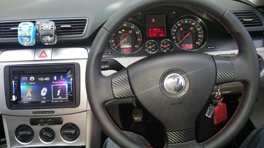 VW Passat - JVC