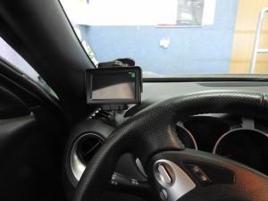 Nissan Juke - osobny ekran do kamery cofania