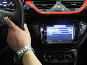 Opel Corsa - montaż info adaptera